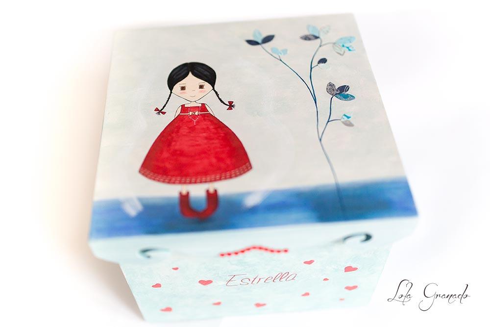 Caja de madera muñeca vestido rojo