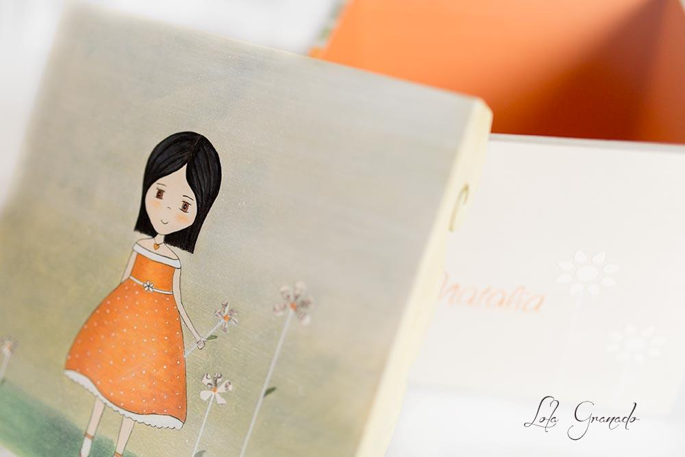 26042015_Caja-niña-vestido-naranja-con-flores_027